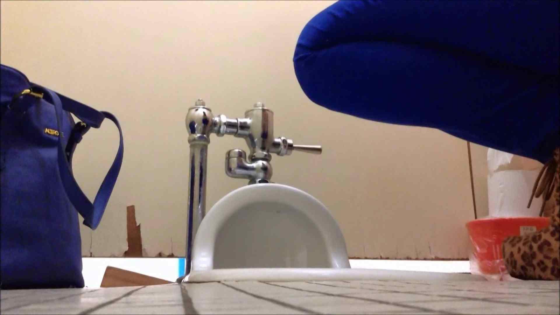 某有名大学女性洗面所 vol.05 和式 のぞきエロ無料画像 57連発 4