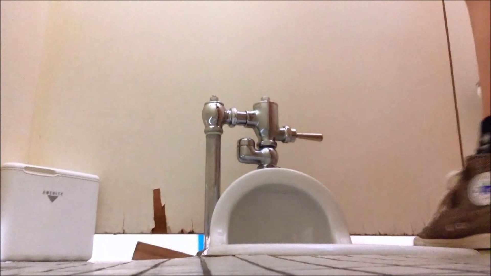 某有名大学女性洗面所 vol.05 和式 のぞきエロ無料画像 57連発 10