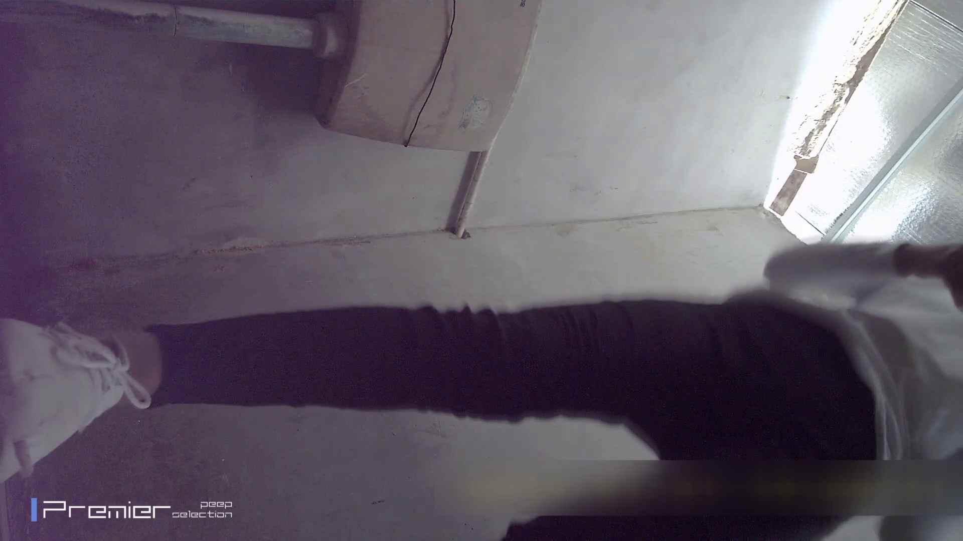 トイレシーンを密着盗撮!! 美女の痴態に密着!Vol.21 チラ 盗撮オマンコ無修正動画無料 93連発 21