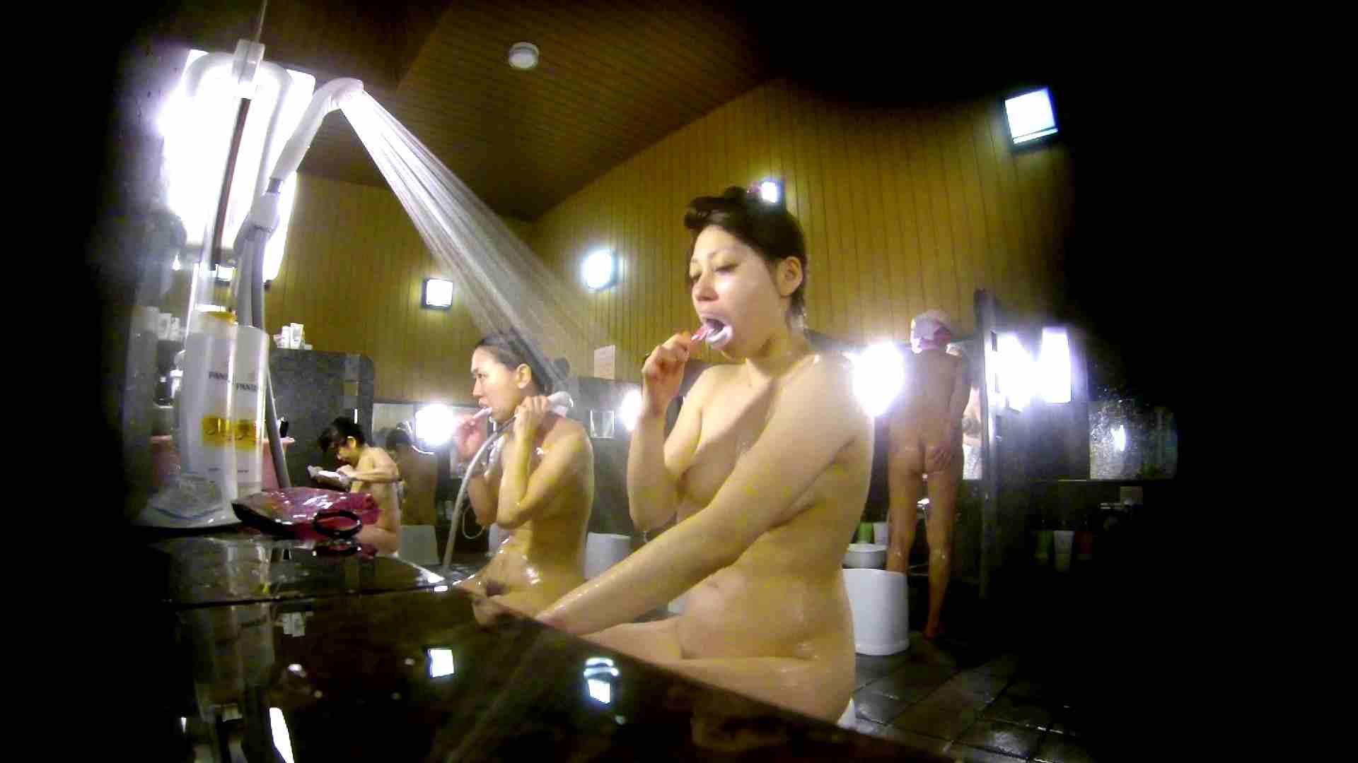洗い場!柔らかそうな身体は良いけど、歯磨きが下品です。 銭湯  67連発 26