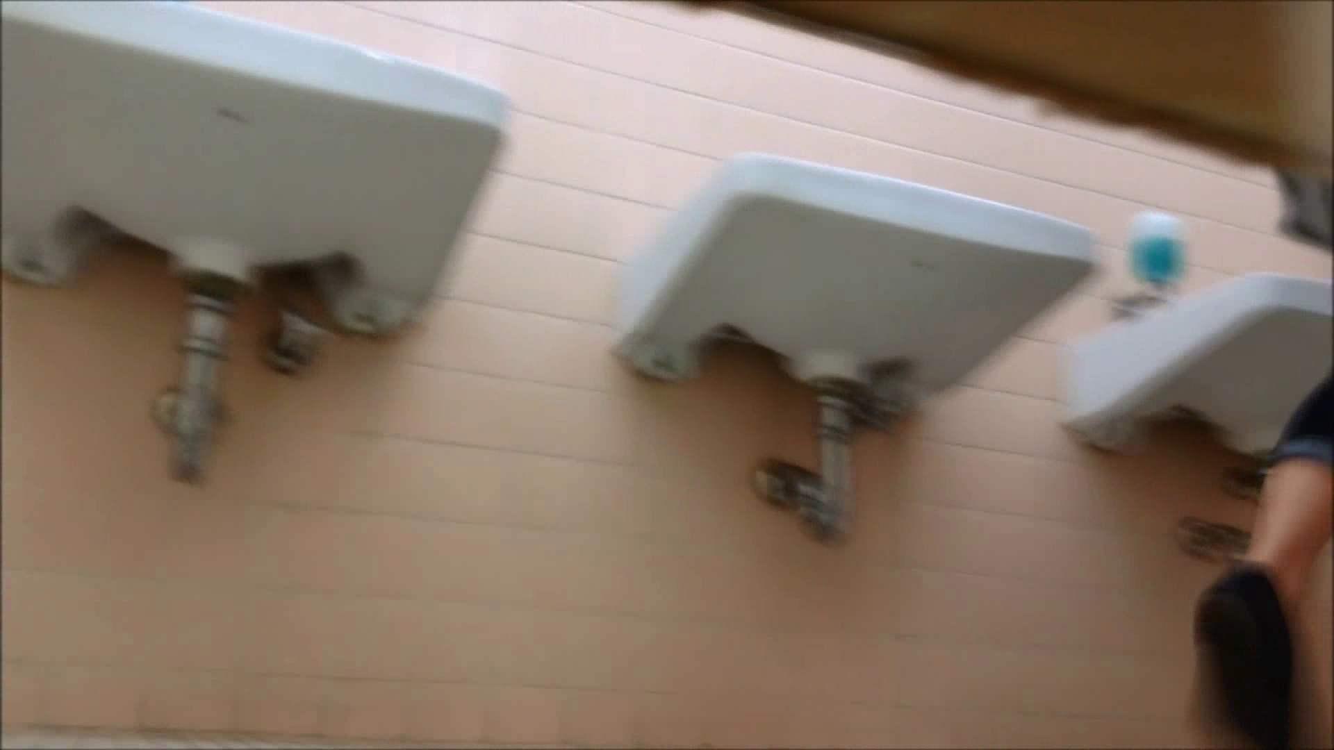 某有名大学女性洗面所 vol.17 和式 のぞき動画画像 108連発 55