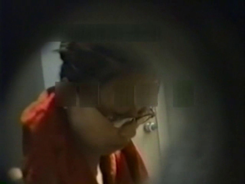 和式個室に穴を開けて盗撮しました。 フリーハンド   女体盗撮  104連発 61