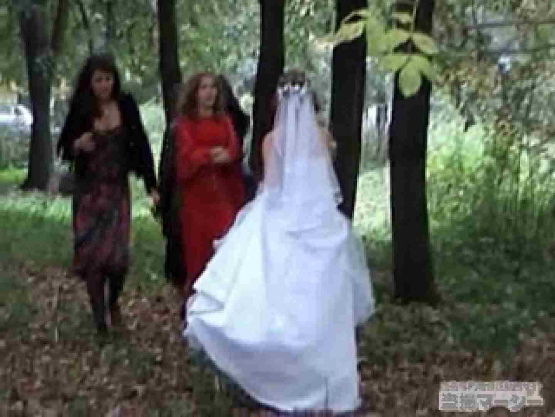 衝撃!ウエデイングドレスを着て野外発射!  ハプニング   女体盗撮  49連発 37
