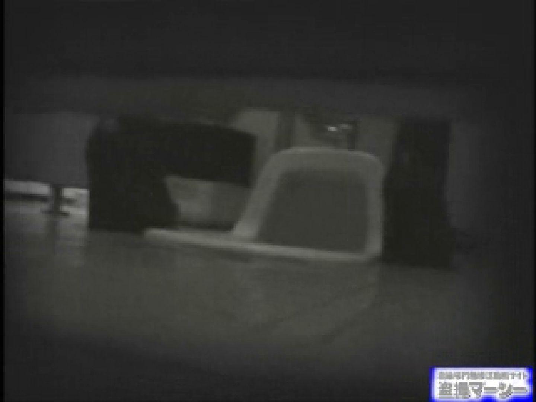 女盗撮師がコスプレ会場の厠に潜入しちゃいました! 潜入   厠  80連発 25