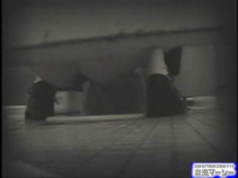 女盗撮師がコスプレ会場の厠に潜入しちゃいました! 潜入  80連発 28