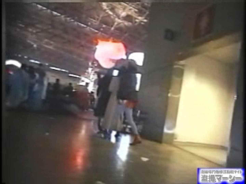 女盗撮師がコスプレ会場の厠に潜入しちゃいました! 潜入   厠  80連発 37