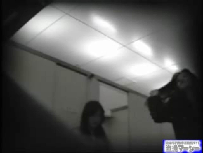 女盗撮師がコスプレ会場の厠に潜入しちゃいました! 潜入  80連発 68