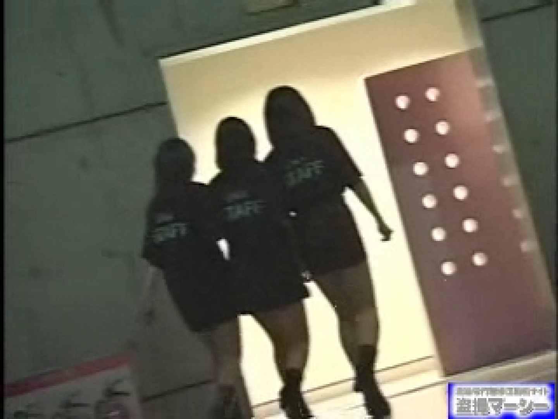 女盗撮師がコスプレ会場の厠に潜入しちゃいました! 潜入  80連発 72