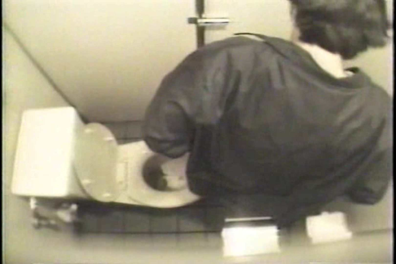 盗撮 女子洗面所3ヶ所入ってしゃがんで音出して 洗面所 オマンコ無修正動画無料 109連発 15