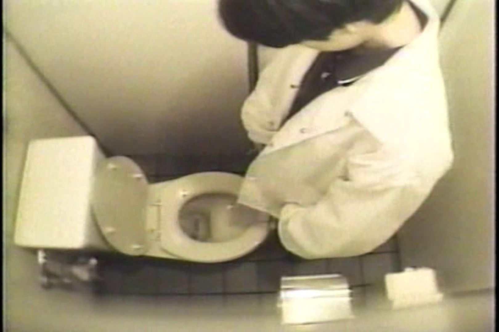 盗撮 女子洗面所3ヶ所入ってしゃがんで音出して 洗面所 オマンコ無修正動画無料 109連発 23