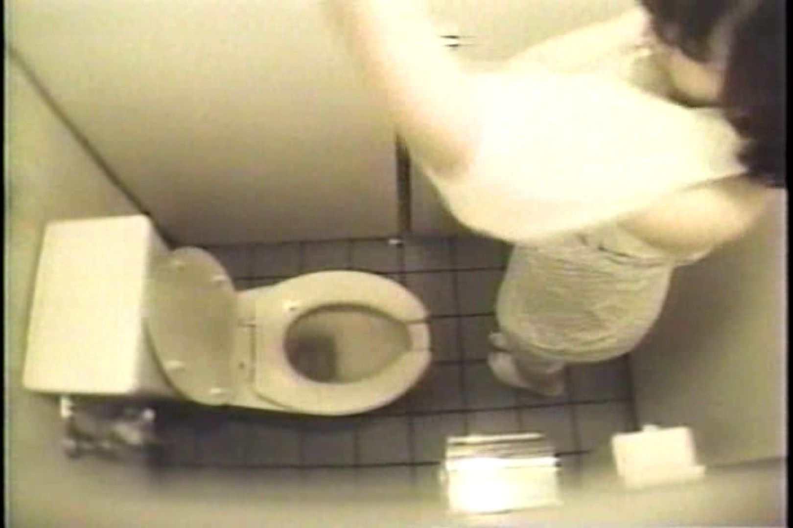 盗撮 女子洗面所3ヶ所入ってしゃがんで音出して 洗面所 オマンコ無修正動画無料 109連発 75