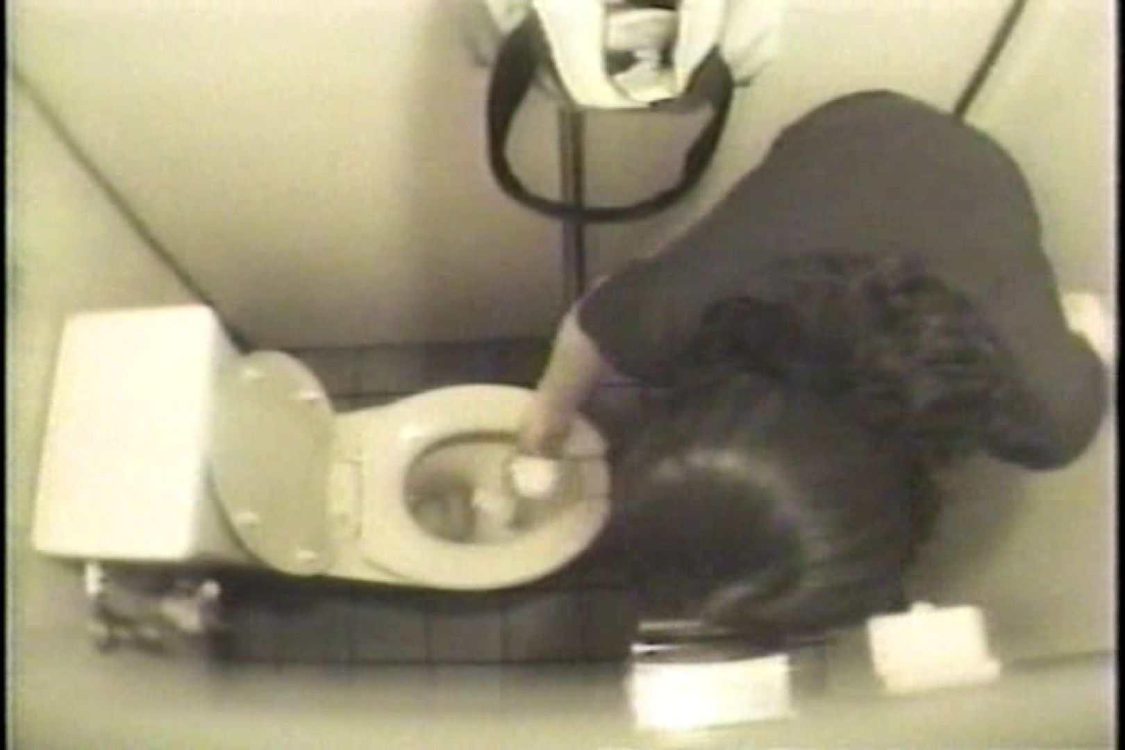 盗撮 女子洗面所3ヶ所入ってしゃがんで音出して 洗面所 オマンコ無修正動画無料 109連発 83