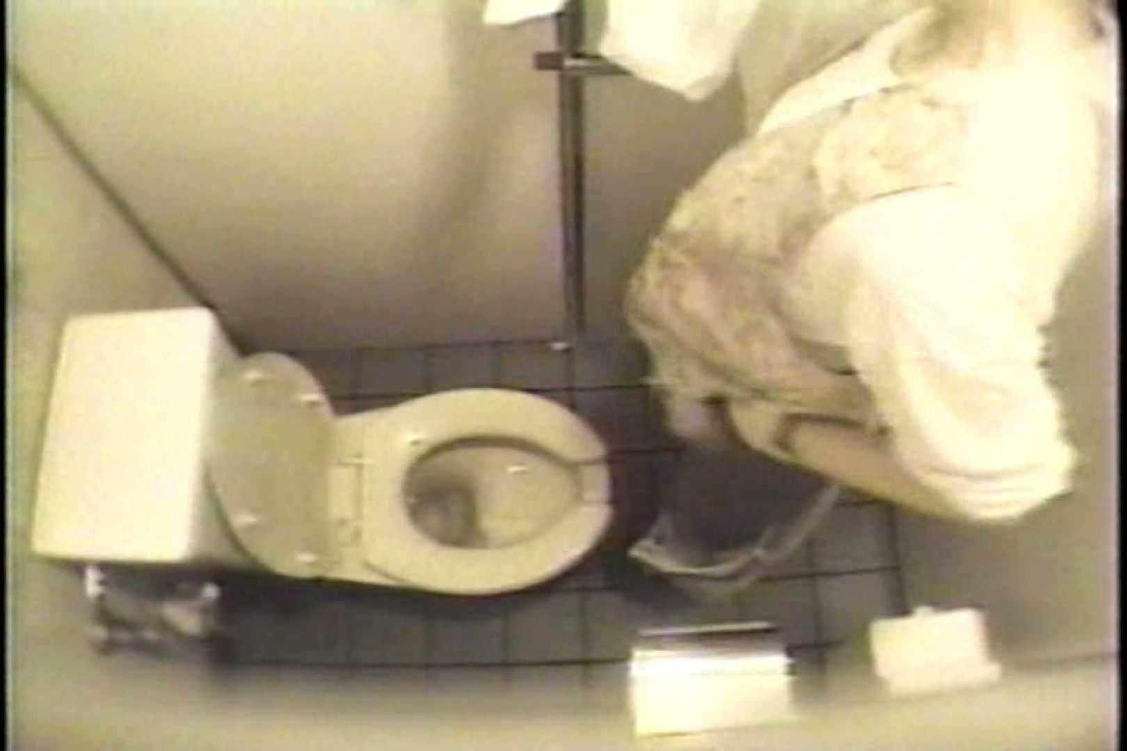 盗撮 女子洗面所3ヶ所入ってしゃがんで音出して 洗面所 オマンコ無修正動画無料 109連発 107